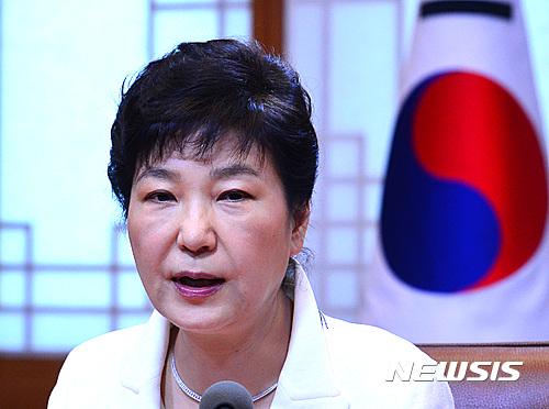 대구 공항. 박근혜 대통령이 오늘(11일) 오전 청와대 집현실에서 열린 수석 비서관회의를 주재하며 모두발언을 하고 있다. /사진=뉴시스