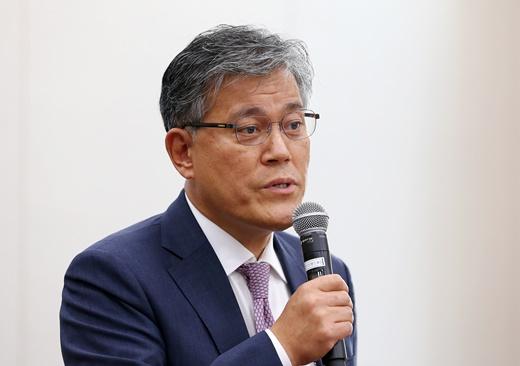 강현구 롯데홈쇼핑 사장, 오늘 소환…대포폰·상품권깡 의혹 밝혀지나