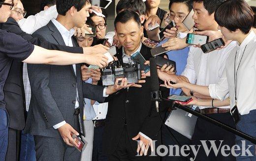 [MW사진] 두눈 질끈 감은 김정주 NXC 회장