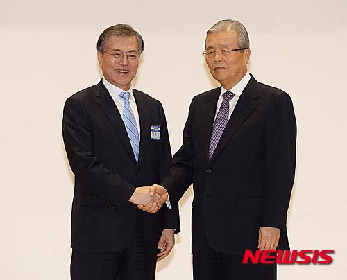 김종인. 김종인 더민주 비대위 대표(오른쪽)와 문재인 전 대표. /자료사진=뉴시스