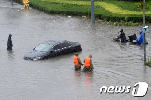 베이징 폭우. 베이징 펑타이구에 내린 비로 자동차가 물에 잠겨있다. /자료사진=뉴스1(AFP통신 제공)
