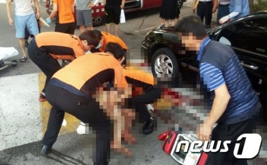 전주 효자동. 오늘(22일) 오전 전북 전주 효자동 한 아파트 단지 안에서 흉기난동 사건이 벌어졌다. /사진=뉴스1(전주완산소방서 제공)