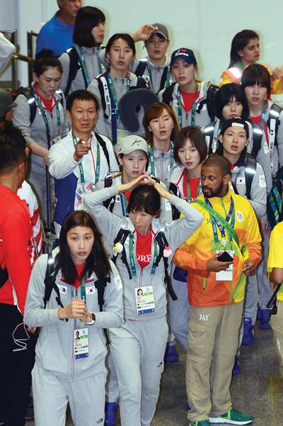 브라질 리우데자네이루 국제공항을 통해 입국하는 2016리우하계올림픽 대한민국 여자배구 대표팀. /사진=뉴스1 이광호 기자