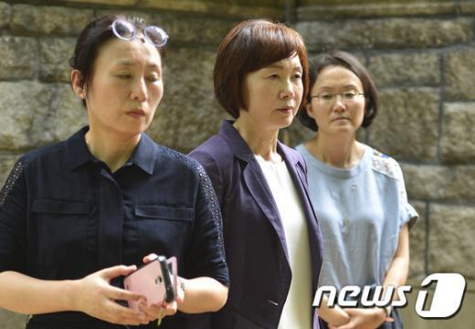 최경희 이화여대 총장(가운데). /자료사진=뉴스1 DB