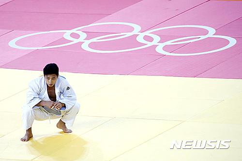 안바울이 8일(한국시간) 남자유도 66kg급 결승에서 한판패를 당한 뒤 아쉬워하고 있다. /사진=뉴시스