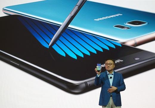 정부 3.0 앱. 지난 2일(현지시간) 뉴욕에서 진행된 삼성전자 언팩행사에서 갤럭시노트7을 소개하는 고동진 무선사업부 사장. /사진=삼성전자 제공