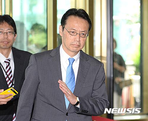 한일 위안부 협상. 가나스기 겐지 일본 외무성 아시아대양주국장이 지난 9일 한일 국장급 협의를 위해 서울 종로구 외교부 청사로 들어서고 있다. /사진=뉴시스