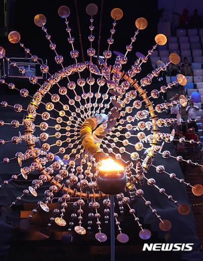 리우올림픽 폐막식. 주경기장에 밝혀진 리우올림픽 성화. /사진=뉴시스