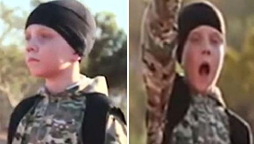 극단이슬람조직 이슬람국가(IS)가 10세 남짓된 소년 대원들이 성인 인질 5명을 총으로 사살하는 장면이 담긴 동영상을 27일(현지시간) 인터넷 상에 공개했다. 사진은 동영상 속에서 영국 국적의 아부 압둘라 알-브리타니로 소개된 소년의 모습.