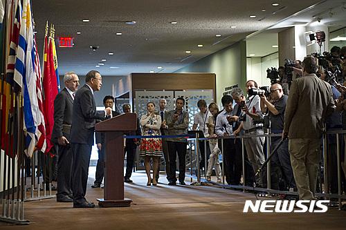 반기문 유엔 사무총장이 9일(현지시간) 미국 뉴욕 유엔본부에서 기자회견을 하고 있다. 유엔 안전보장이사회가 이날 북한의 5차 핵실험을 강하게 규탄하고 추가 제재 등 북한에 대한 중요한 조치에 대한 논의에 착수하기로 했다고 밝혔다. /사진=뉴시스