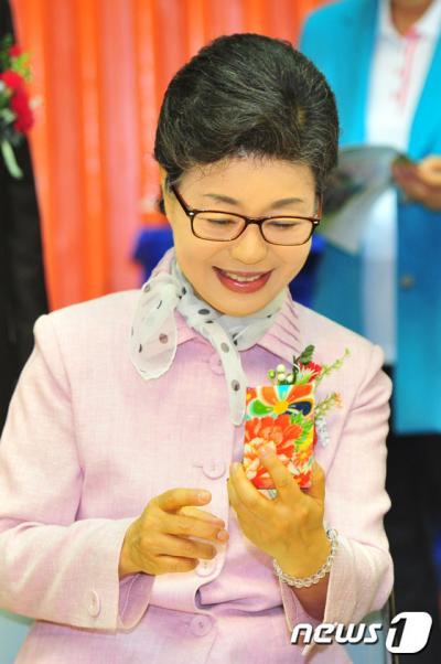 박근령 전 육영재단 이사장이 지난해 5월 경북 포항시에서 열린 '제45회 국민생활체육 전국 카네이션 어머니 배구 대회'에 참석했다. /자료사진=뉴스1