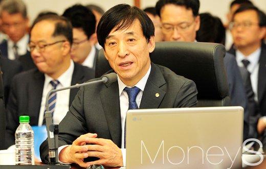 """[머니S포토] 이주열 총재, """"소비자 물가 저유가 약화되면 점차 높아질 것"""""""
