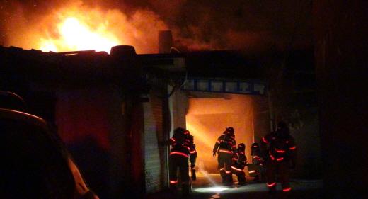 전국 소방관들의 외상후스트레스장애가 심각한 것으로 나타났다. 사진은 화재 현장에 출동한 소방관 모습. /사진=영등포소방서