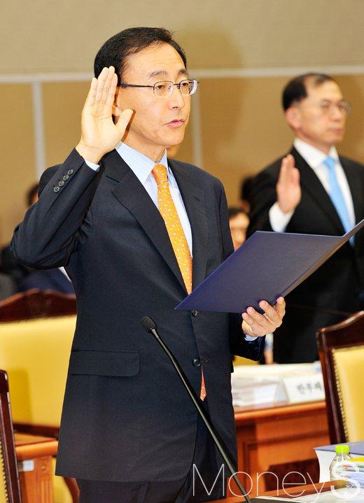 [머니S포토] 국회 법사위 국감, 선서하는 검찰 수장