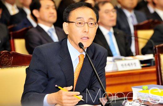 [머니S포토] 대검찰청 국정감사, 의원 질의에 반박하는 김수남 총장