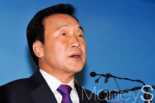 손학규 전 더불어민주당 대표가 오늘(20일) 국회에서 기자회견을 열고 있다. /사진=임한별 기자