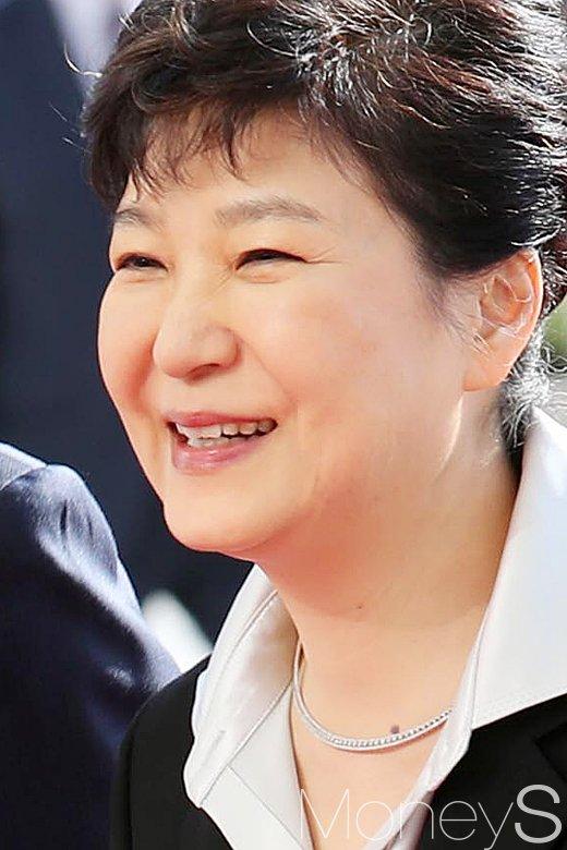 [머니S포토] 시정연설 박근혜 대통령, 활짝 핀 미소꽃
