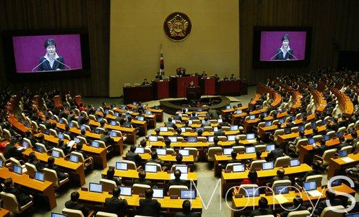 [머니S포토] 지진 방지 및 재난 종합대책 연설하는 박근혜