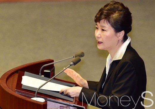 """[머니S포토] 박근혜, """"북한 완전한 핵보유국 되기 전에 해결해야"""""""