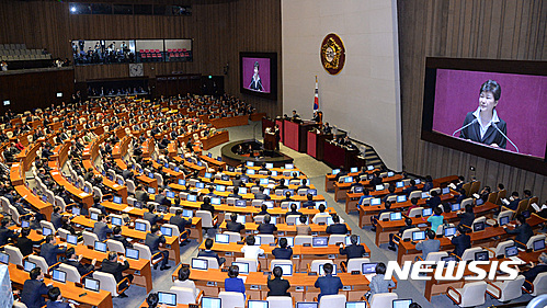 최순실 연설문. 박근혜 대통령이 어제(24일) 국회에서 시정연설을 하고 있다. /자료사진=뉴시스