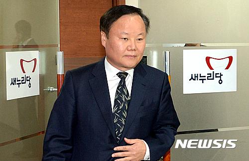 우병우 사과문. 사진은 김재원 청와대 정무수석. /자료사진=뉴시스
