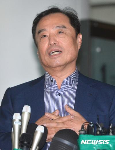 [속보] 김병준 총리 후보자 첫 줄근