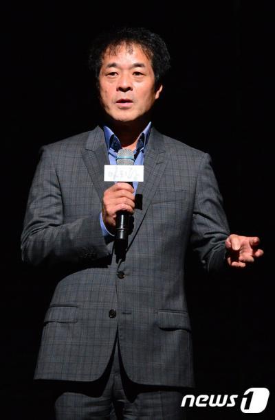 박명성 전 창조경제추진단장이 지난해 7월 서울 강남구 LG아트센터에서 열린 뮤지컬 '아리랑' 언론 리허설에 앞서 '아리랑'을 소개하고 있다. /자료사진=뉴스1