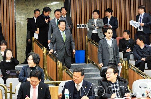 [머니S포토] 국민의당 비대위원·국회의원 연석회의 참석한 박지원
