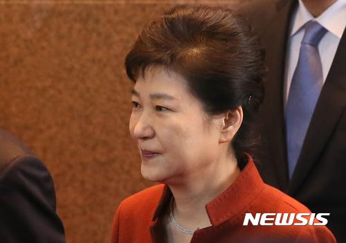 박근혜 대통령이 오늘(8일) 오전 정세균 국회의장과의 면담을 위해 서울 여의도 국회로 들어서고 있다. /사진=뉴시스