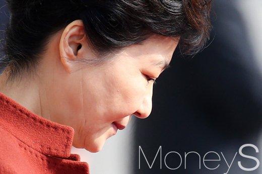 [머니S포토] 박근혜-정세균 행정-입법부 수장 회동, 10여분 만에 종료