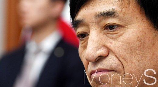 [머니S포토] 생각에 잠긴 한국은행 수장