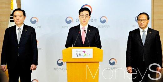 ▲ 김현웅 법무부 장관, 이준식 사회부총리 겸 교육부 장관, 홍윤식 행정자치부 장관