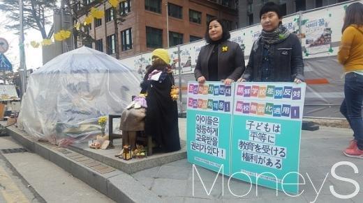 서울시 종로구 일본대사관 앞 평화의 소녀상이 놓여 있다. /사진=서대웅 기자
