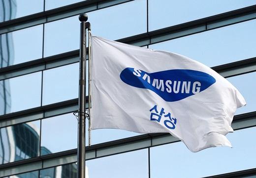 삼성그룹 미래전략실이 위치한 서초동 삼성사옥에서 바람에 날리는 삼성 깃발. /사진=뉴스1
