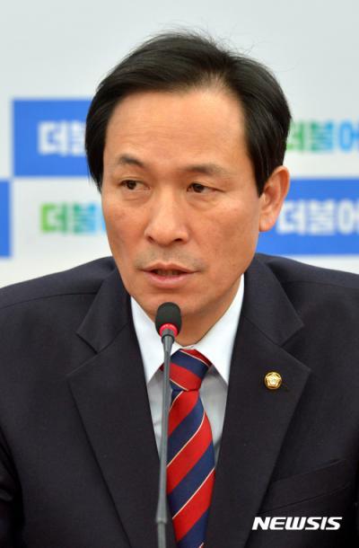 """[박근혜 대통령 탄핵 추진] 우상호 """"대통령 탄핵에만 집중할 것""""(속보)"""
