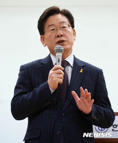 이재명 성남시장이 어제(23일) 경기 오산시 한신대학교에서 '대한민국 혁명하라'를 주제로 특강을 하고 있다. /사진=뉴시스