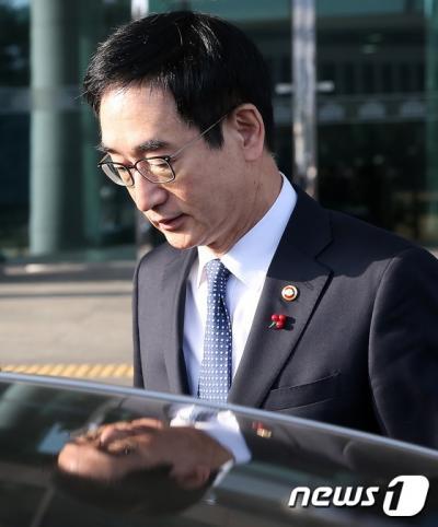 """[국정교과서 오늘 공개] """"올바른 역사교육 이뤄지지 않고 있어""""(속보)"""