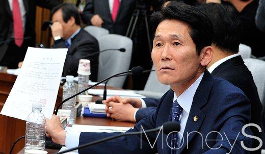 [머니S포토] 강력 항의하는 윤소하 의원