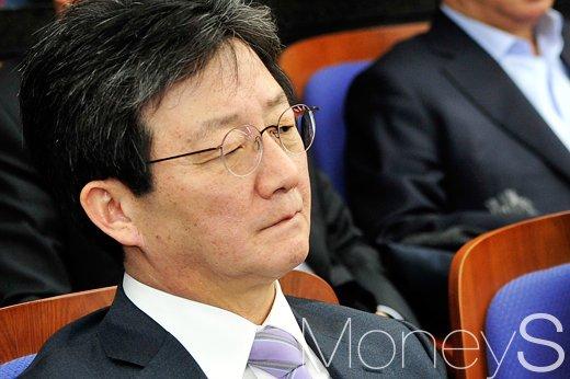 [머니S포토] 4월 퇴진론 관련 발언에 표정 굳어진 대권잠룡 유승민