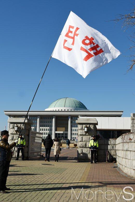 [머니S포토] 박근혜 대통령 탄핵 관련, '국민의 소리 들리시나요?'
