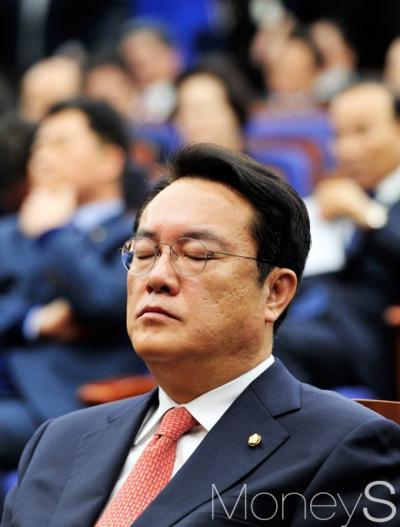 """[새누리 의원총회] 정진석 """"당론 유지 못했다는 비판, 유감이다""""(속보)"""