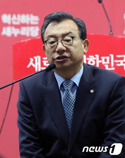 """[새누리 의원총회] 이정현 """"33년 보수 정당에 몸 담아… 최선 다했다""""(속보)"""