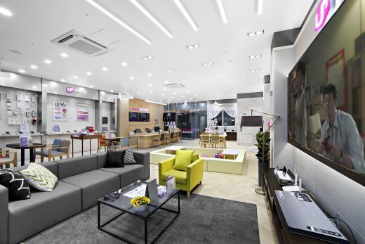 LG유플러스가 14일 국내 최초 홈서비스 전문 체험 매장 '유플러스 스퀘어 홈'을 오픈했다고 밝혔다. /사진=LG유플러스