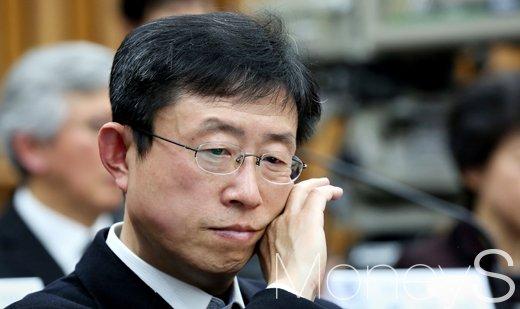 [머니S포토] 국조특위 3차 청문회, '생각에 잠긴 김상만'