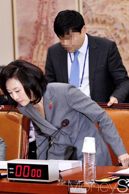 [머니S포토] 국회 교문위 회의에 출석한 조윤선 문체부 장관