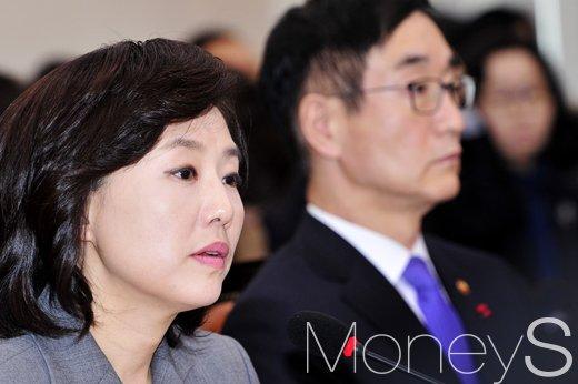 """[머니S포토] 조윤선 """"문화예술계블랙리스트, 특검에서 밝혀질 것"""""""
