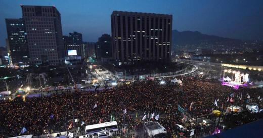 2016년 12월24일 저녁 서울 광황문에서 열린 9차 촛불집회./사진=머니투데이
