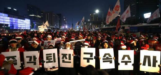 2016년 12월24일 저녁 서울 광화문광장에서 열린 9차 촛불집회./사진=머니투데이