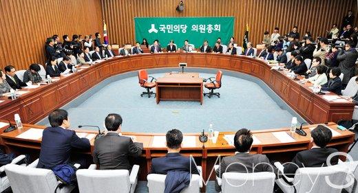 민주당 사드 방중. 국민의당이 지난해 11월8일 국회에서 비대위원·국회의원 연석회의를 열고 있다. /사진=임한별 기자