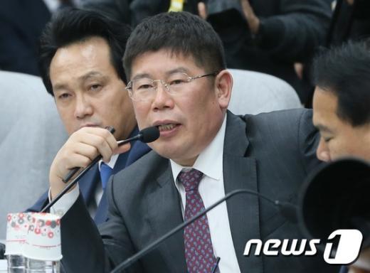"""[7차 청문회] 김경진 의원 """"조윤선 장관, 자질 의심… 사퇴할 의사 있는가"""""""